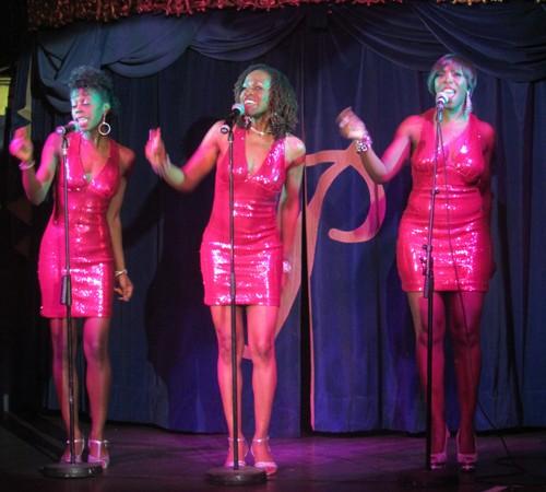 Trio-no-sign-singing